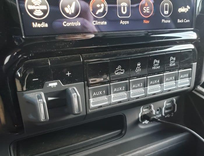 Aux buttons